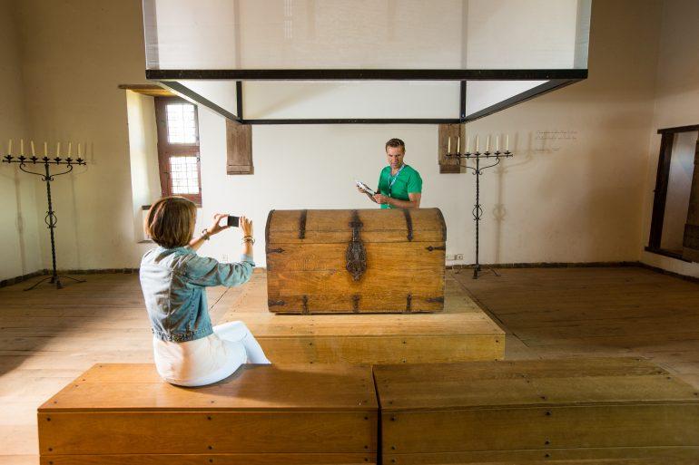 Slot Loevestein - de boekenkist waarin Hugo de Groot ontsnapte