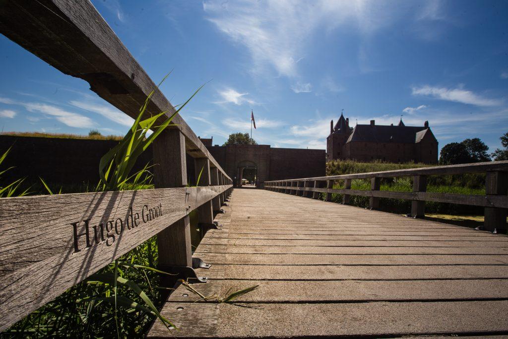 Loopbrug bij Slot Loevestein