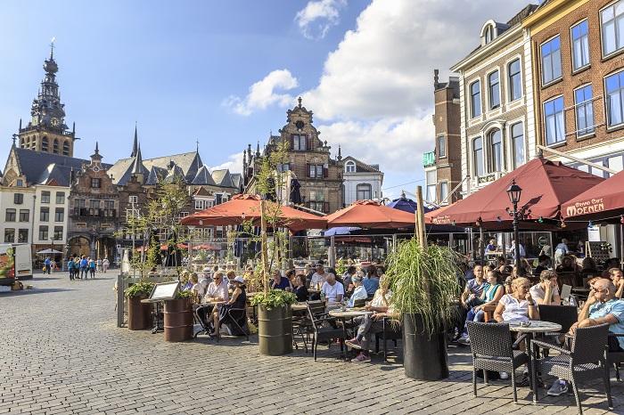 Terrassen op de Grote Markt in Nijmegen